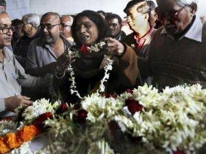 Madre de niña violada llora su muerte