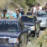 Grupo de Autodefensa patrullando en coches