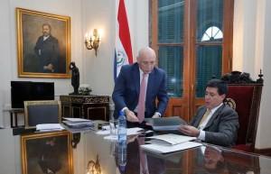 El presidente paraguayo Horacio Cartes y su canciller Eladio Loizaga