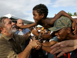 Lula en una visita a una favela