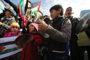 Niños palestinos durante la manifestación en Ramallah
