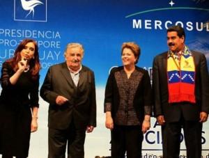 La presidenta de Argentina Cristina Fernández, el presidente de Uruguay José Mujica, la presidenta de Brasil Dilma Rousseff y el presidente de Venezuela Nicolás Maduro