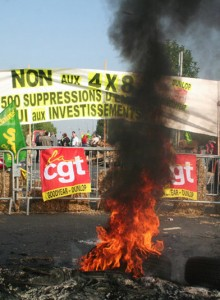 Protestas y quema de neumáticos por sindicatos en Francia