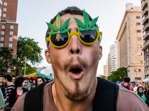 La última marcha con la marihuana ilegal en Montevideo, Uruguay. Diciembre 2013 © Gonzalo G. Useta