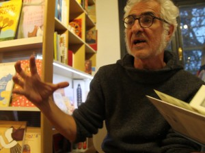 Miguel Gallardo durante una entrevista en Chile