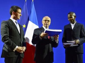 Lassana Bathily recibe la nacionalidad francesa (fuente: interieur.gouv.fr)