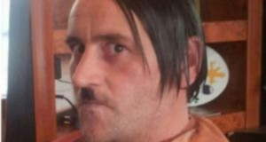Bachmann, caracterizado como Hitler