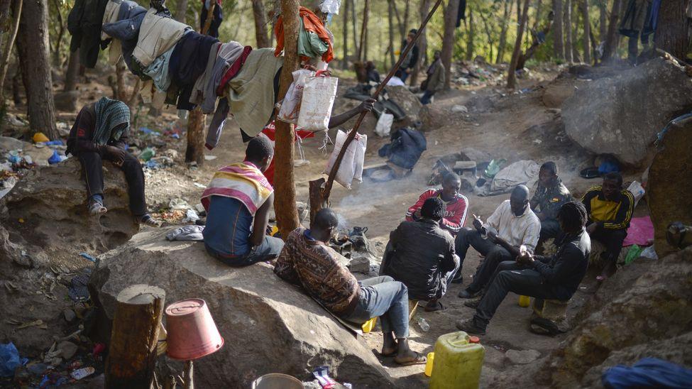Inmigrantes en un campamento, monte Gurugú.