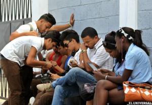 Zona WIFI en Cuba. Fuente: El Universal.