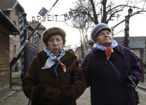 Supervivientes regresan a Auschwitz para conmemorar el 71 aniversario de su liberación. - Fuente: elapis.com