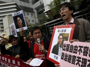 Biografías sobre líderes del PC chino ilegales en China, en la librería Causeway Books de Hong Kong