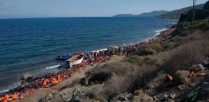 Refugiados en las costas de Lesbos. Fuente: eldiario.es