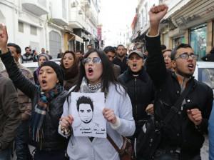 Jóvenes desempleados protestan en una de las manifestaciones locales. European Pressphoto Agency