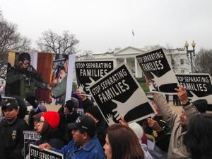 Manifestación contra las deportaciones ante la Casa Blanca. Foto: Irene Benedicto.