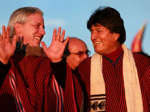 Evo Morales y Álvaro García Linera en el santuario percolombino de Tiahuanaco, conmemorando diez años de gobierno.