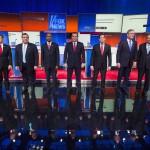 Candidatos republicanos (Paul, Christie, Carlson, Cruz, Rubio, Bush, Kasich, de izquierda a derecha) en debate anterior al Caucus de Iowa
