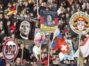Manifestantes de Pegida, durante la concentración en la ciudad alemana de  Dresde. EFE