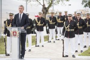 El secretario general de la OTAN, Jens Stoltenberg, en la inauguración de un centro de adiestramiento conjunto en Georgia.