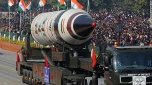 El misil Agni V es exhibido durante el desfile militar de la fiesta nacional india, en enero de 2013