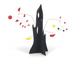 Alexander Calder, Crag with Yellow Boomerang and Red Eggplant, 1974, Láminas de metal pintado y alambre, 198.1 x 238.7 x 104.1cm, Pictures courtesy