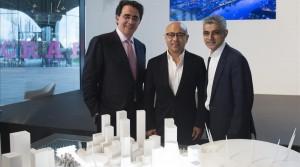El arquitecto Santiago Calatrava, el vicepresidente de Knight Dragon, Sammy Lee y el alcalde de Londres, Sadiq Khan