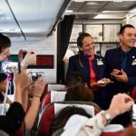 El Papa casa a dos tripulantes del avión papal en Chile en pleno vuelo