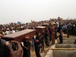 Cortejo fúnebre durante el entierro multitudinario este jueves en Benue, Nigeria. Fuente: Government of Benue State of Nigeria