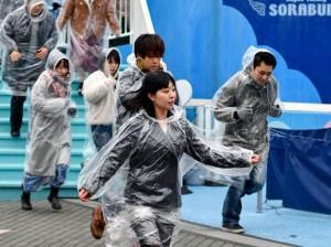 Residentes participando en un simulacro en Tokio. Fuente: AFP
