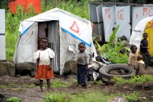Niños en un campamento de desplazados en Goma, Kivu del Norte, República Democrática del Congo (RDC). Foto: OCHA / Naomi Frerotte